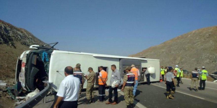 Gaziantep, Nurdağı ilçesi yakınlarında yolcu otobüsü devrildi: 4 ölü, 31 yaralı