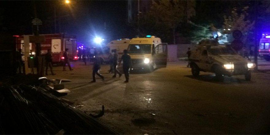 Van'da polis merkezine hain saldırı! 3 şehit, 40 yaralı!