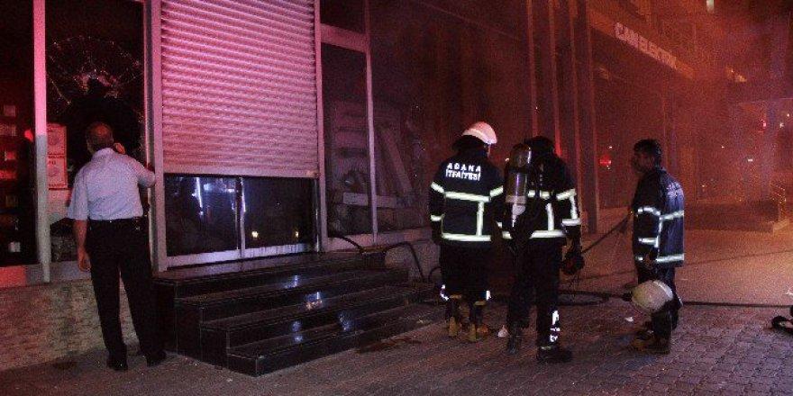Seyhan'da Elektrikçide Çıkan Yangın Korkuttu