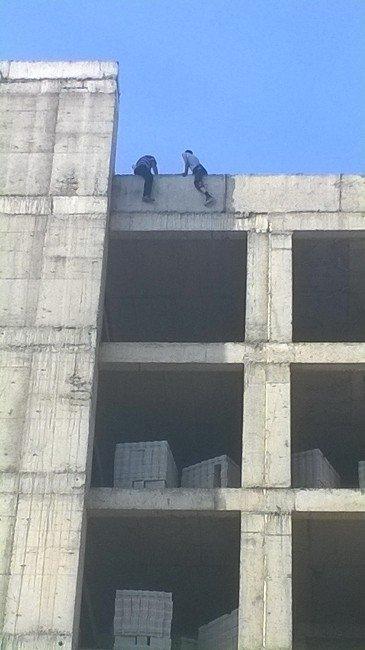 Kayseri'de İnşaata Çıkarak İntihara Kalkıştılar