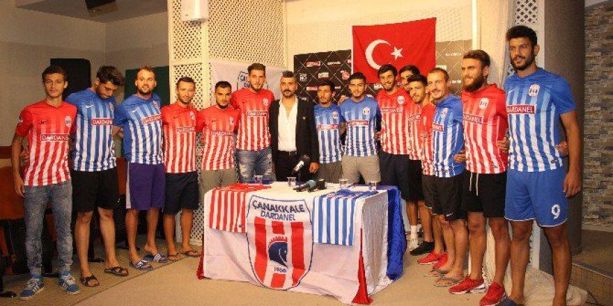 Çanakkale Dardanelspor 12 futbolcuyla sözleşme imzaladı