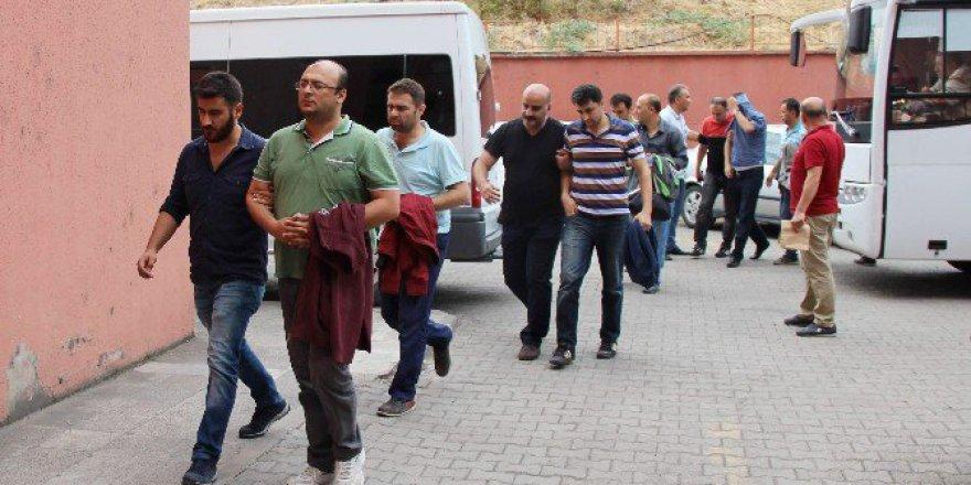 Karabük'te FETÖ'den 28 Emniyet Mensubu Adliyeye Sevk Edildi