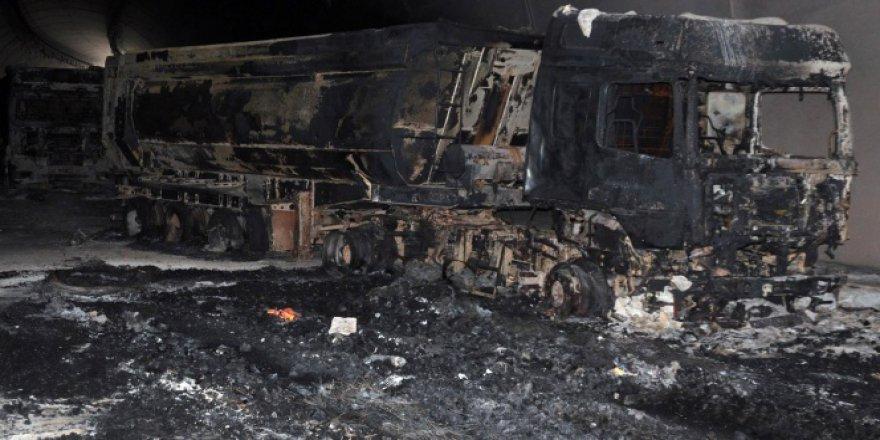 Bitlis-Diyarbakır karayolunda, PKK yol kesip 11 aracı ateşe verdi