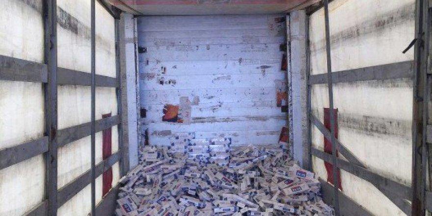 Şanlıurfa'da bir TIR'ın kasasında 15 Bin Paket Kaçak Sigara Ele Geçirildi