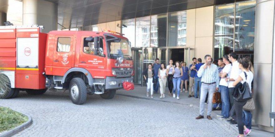İzmir'de iş merkezinde korkutan yangın