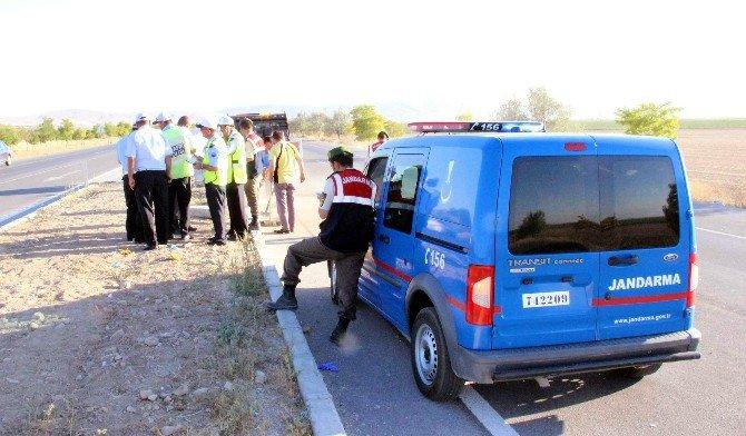Otomobil Refüje Çarptı: 3 Ölü, 2 Yaralı