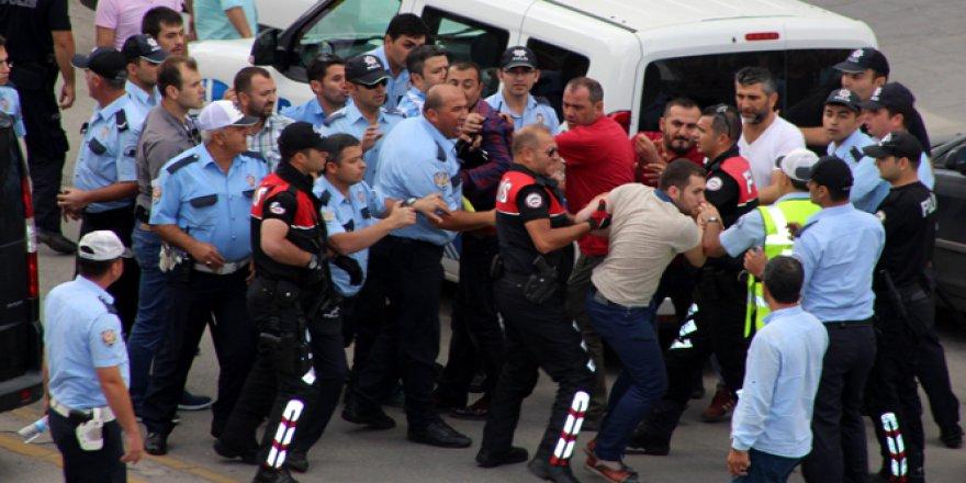 Erzurum'da meydan muharebesi gibi kavga! Çok sayıda yaralı var..