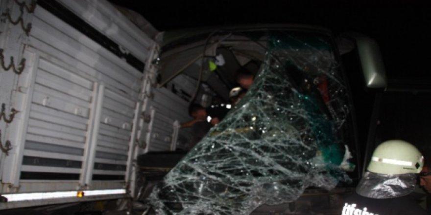 Keşan'da Otobüs Kamyona Çarptı: 1 Ölü, 38 Yaralı