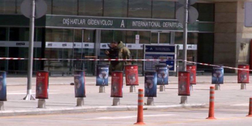 Esenboğa Havalimanı'nda Şüpheli Çanta Paniği
