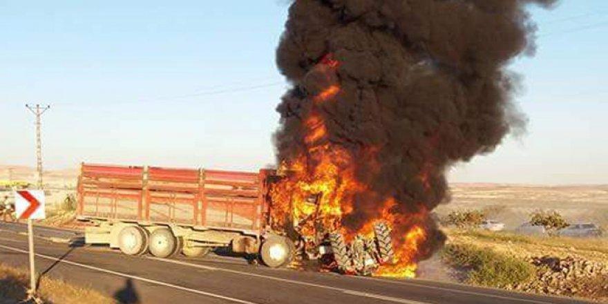 Şanlıurfa'da kamyon, tarım işçilerini taşıyan traktöre çarptı: 1 ölü!
