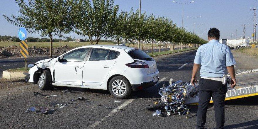 Şanlıurfa'da Otomobile Çarpan Motosikletin Sürücüsü Ağır Yaralandı!