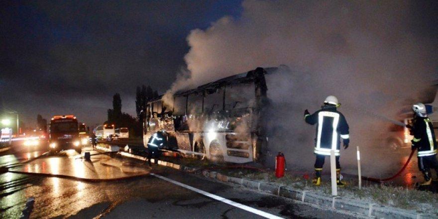 Tosya'da seyir halindeki yolcu otobüsü yandı