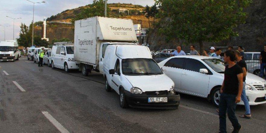 Samsun, Canik'te Otomobil Yayalara Çarptı: 2 Yaralı