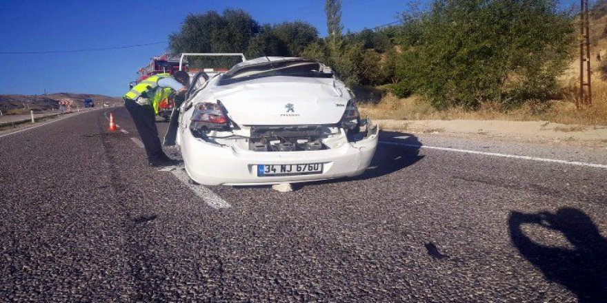Sivas, Gürün'de Trafik Kazası: 2 Yaralı