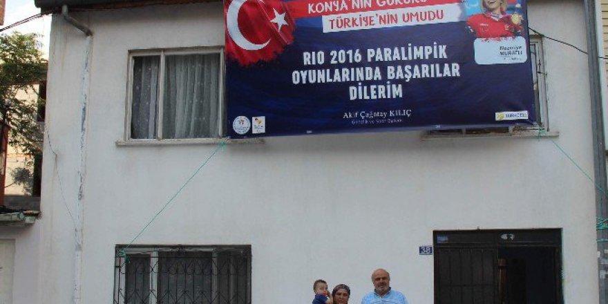 Dünya Rekoru Kıran Halterci Nazmiye Muslu Muratlı'nın Ailesi Kızlarıyla Gurur Duyuyor