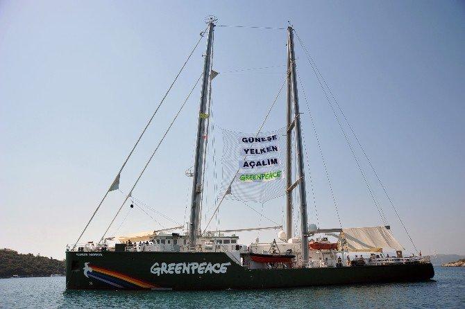 Efsane Gemi Greenpeace'in Rainbow Warrior Seferihisar'da