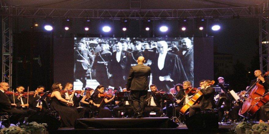 Çankaya Filarmoni Orkestrası İzleyenleri Büyüledi