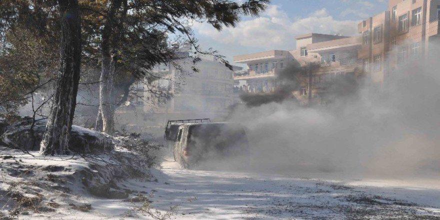 Antalya, Manavgat'ta Ormanlık Alandaki Yangın İki Aracı Kül Etti