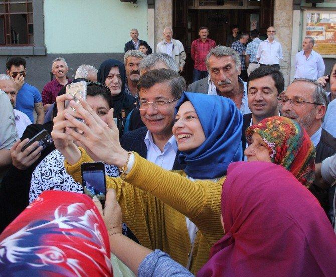 Ahmet Davutoğlu Rize'de! Büyük ilgi gördü