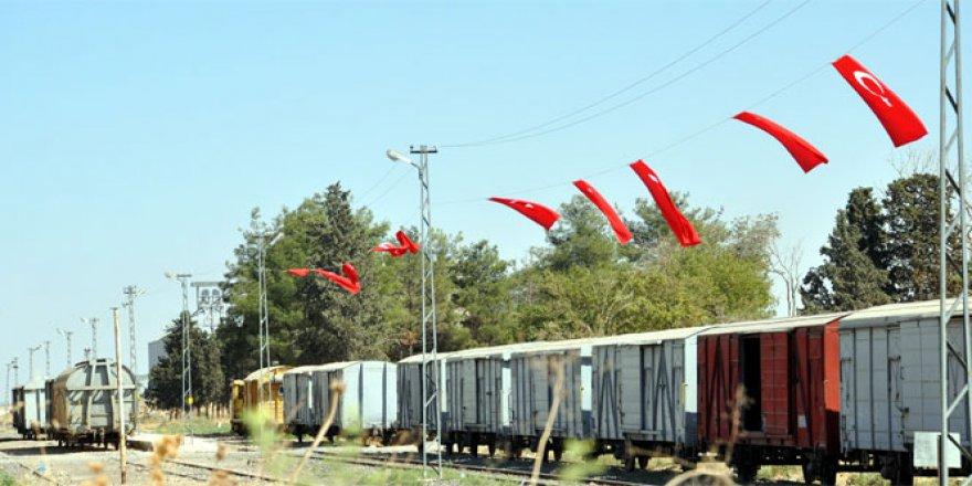 Şanlıurfalı vatandaşlar, sınır bölgesini Türk bayrakları ile donattı
