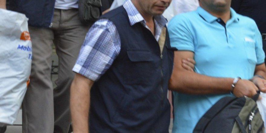 4 öğretmen FETÖ'den tutuklandı