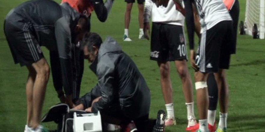 Beşiktaşlı futbolcu Arslan kanlar içinde yerde kaldı