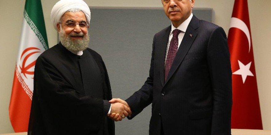 Cumhurbaşkanı Erdoğan, İran Cumhurbaşkanı Hasan Ruhani İle Görüştü