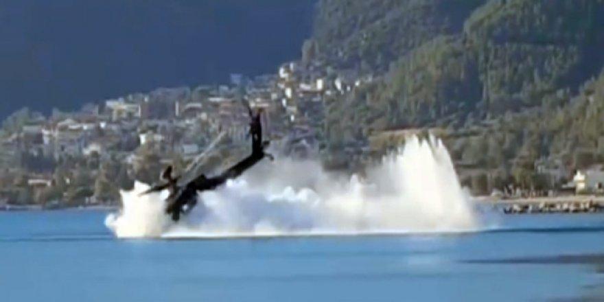 Yunan helikopteri denize düştü