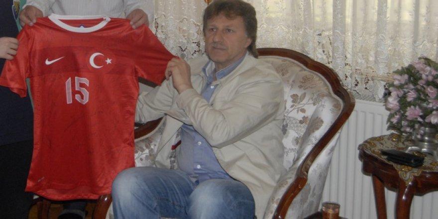 Eski futbolcu İsmail Demiriz Bakırköy'de FETÖ'den gözaltına alındı