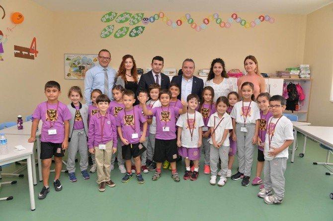 Başkan Böcek, Uğur Okulları'nı Ziyaret Etti