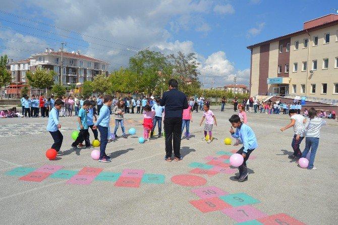 Karahisar Gençlik Merkezi Gönüllü Gençleri Minikler İle Bir Araya Geldi