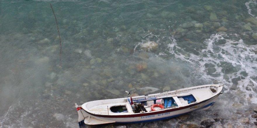 Zonguldak'ta kıyıya vuran kayıkta ölü bulundu