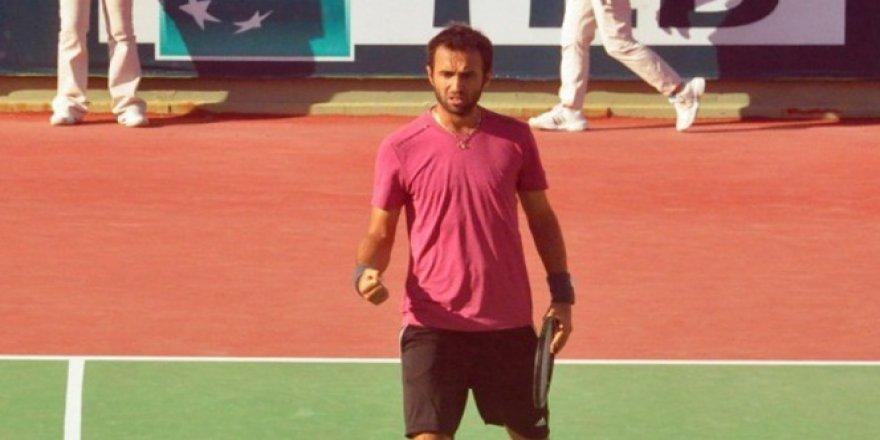 Milli tenisçi Marsel İlhan İzmir'de son dörtte