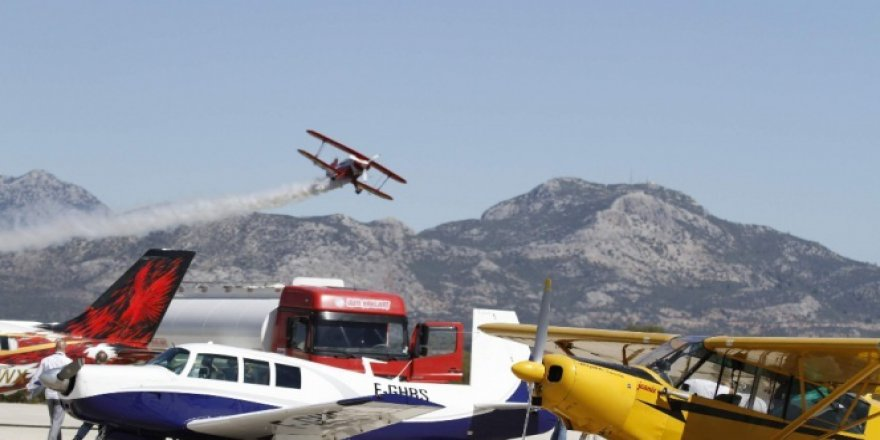 Uluslararası Karain Fly-In Festivali'ndeki akrobasi pilotları hayran bıraktı