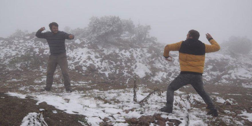 Doğu Karadeniz'de kar erken yağdı, yaylalarda göç telaşı başladı