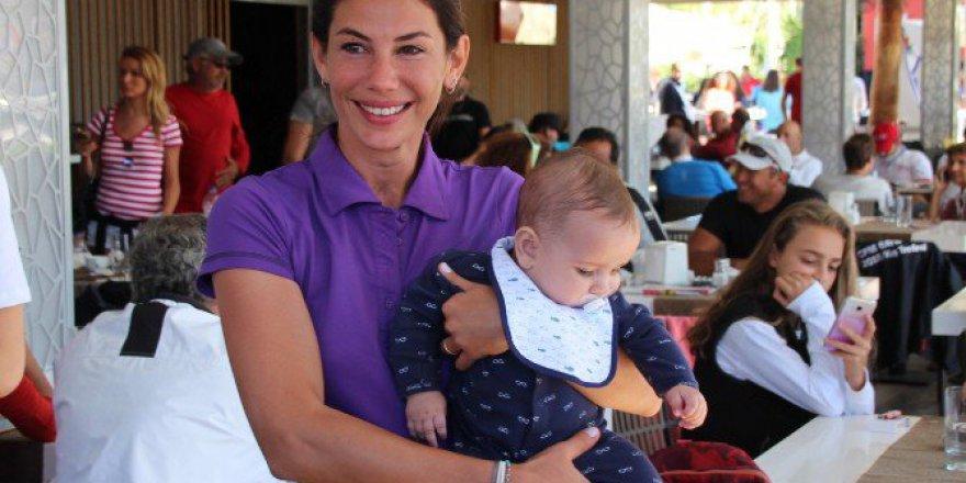 Ünlü Oyuncu Zeynep Beşerler Bebeğiyle Beraber Yarışlara Geldi