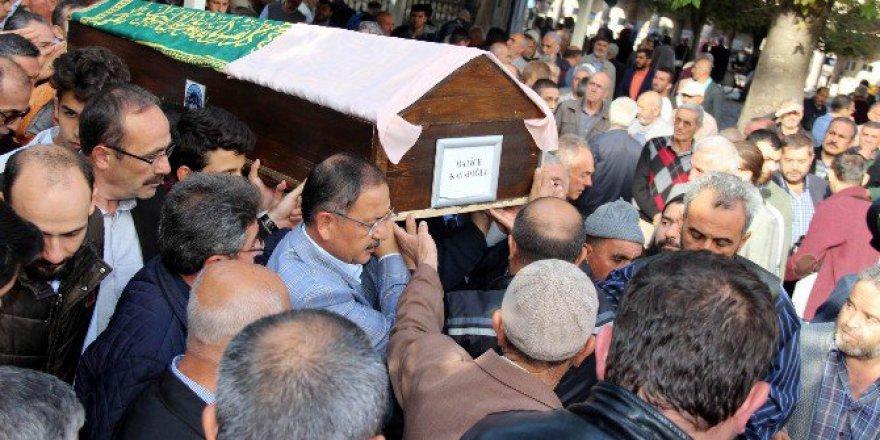 Trafik Kazasında Hayatını Kaybeden 17 Yaşındaki Hatice Kavafoğlu Toprağa Verildi
