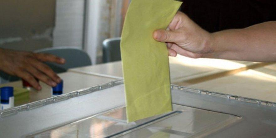 Fransa'da yaşayan Azerbaycanlılar referandum için sandığa gitti
