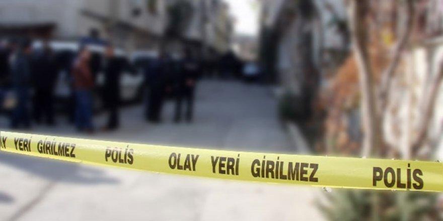 Van, Erciş Belediyesi'nin önünde bombalı kamyon alarmı