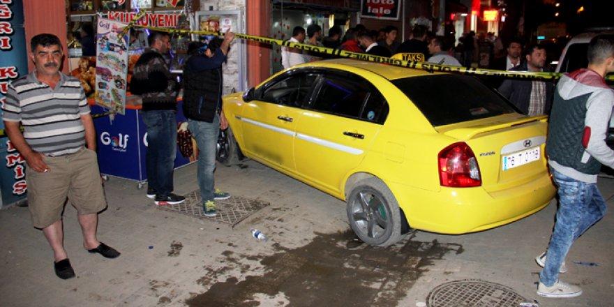 Iğdır'da kaldırıma çıkan ticari araç yayaları ezdi: 6 yaralı