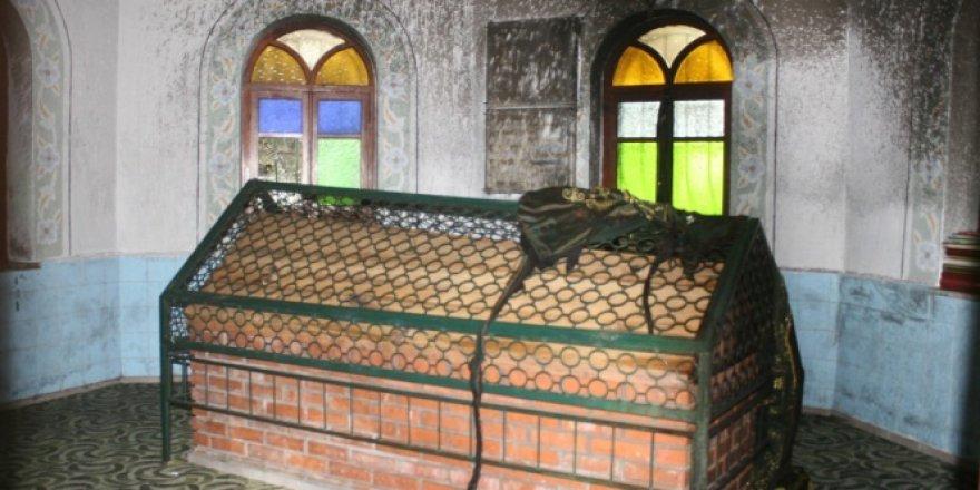Marmaris'te kutsal türbe kundaklandı