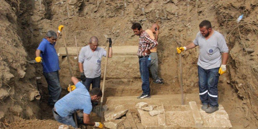 Çanakkale, Biga'da su borusu patlağı, 3 lahiti ortaya çıkardı