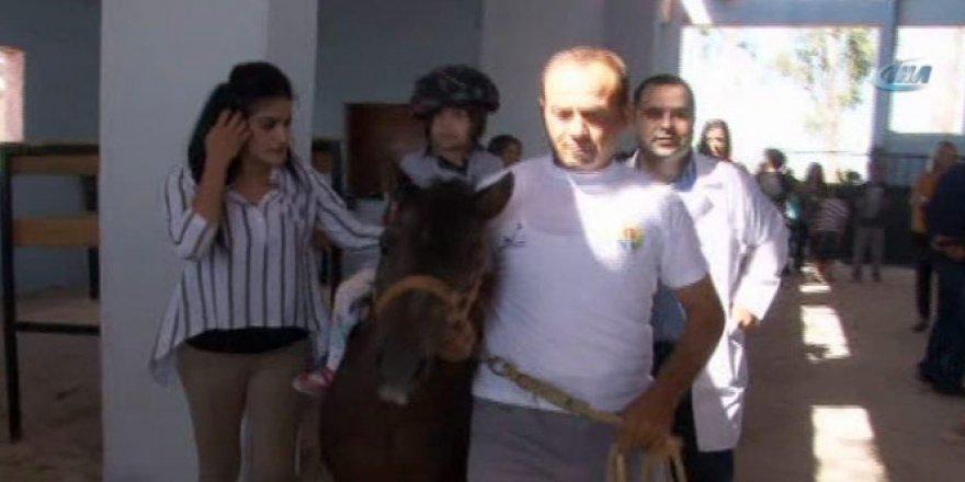 FETÖ'nün el konulan atlarıyla engellilere terapi