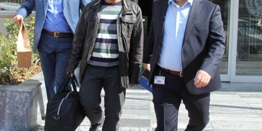 Aranan matematik öğretmeni FETÖ'den gözaltına alındı