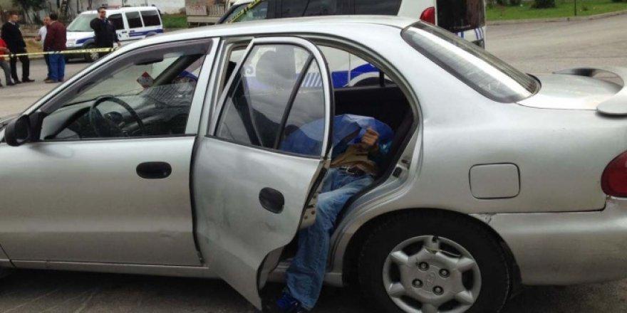 Bursa'da park halindeki bir otomobilde erkek cesedi bulundu
