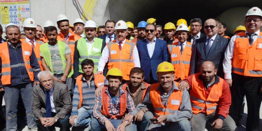 Bakan Ahmet Arslan'dan İzmir-İstanbul Otoyolu müjdesi