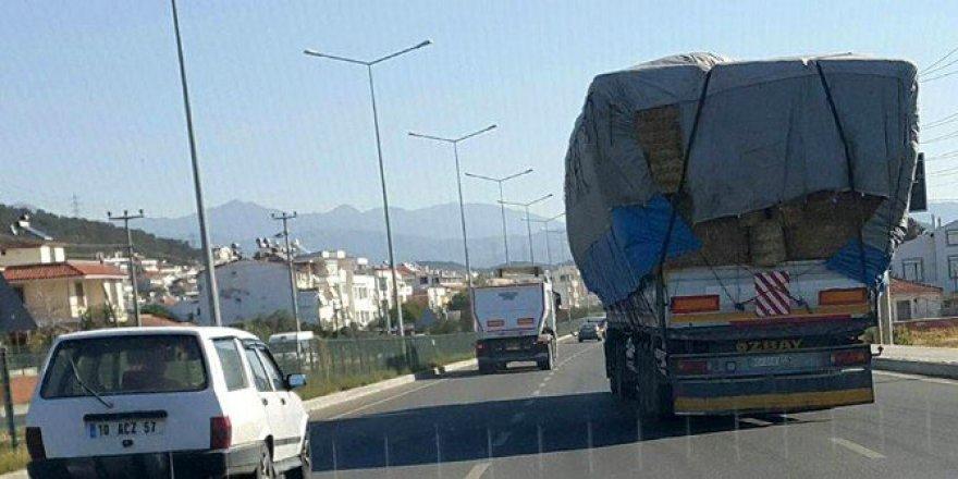 Çanakkel-İzmir Karayolunda Aşırı Yüklü Kamyon Yürekleri Ağza Getirdi