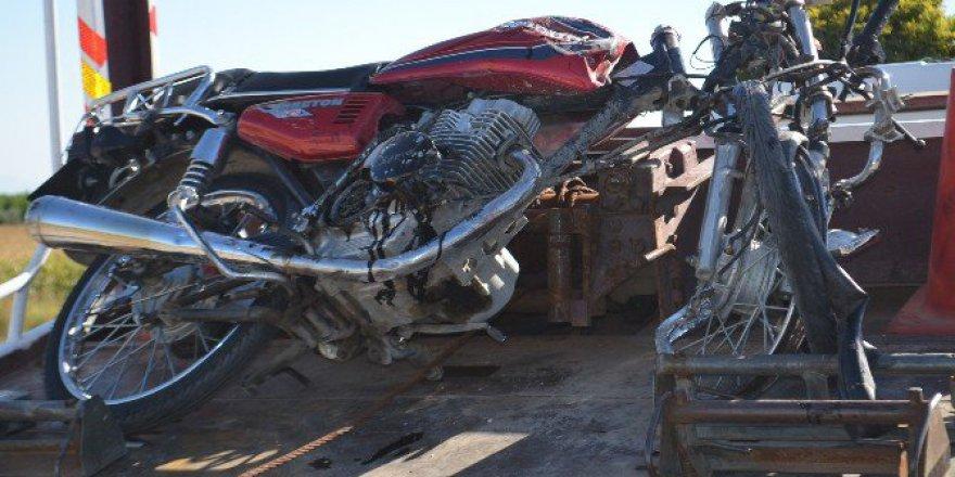 Hatay'da Otomobil İle Çarpışan Motosikletin Sürücüsü Öldü