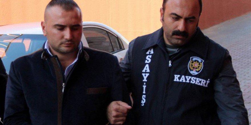 Kayseri'de Kendini Bıçaklayan Adamı Av Tüfeği İle Öldürdü