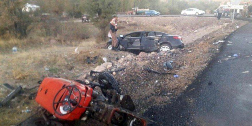 Çankırı'da Belediye Başkanının Aracı İle Traktör Çarpıştı: 3 Yaralı